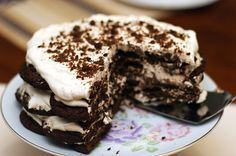 This is the easiest dessert ever and one I'm told is famous for being an Australian favorite for birthday cakes. Pudding Desserts, Easy Desserts, Dessert Recipes, Quick Dessert, Sponge Cake Recipes, Chocolate Sweets, Sweet Breakfast, Something Sweet, No Bake Cake