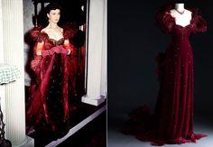 """Vivien Leigh em longo aveludado na cor vinho em """"E O Vento Levou""""."""