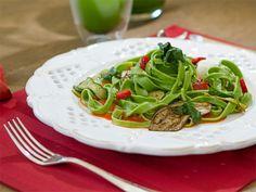 Receita de macarrão verde de rúcula