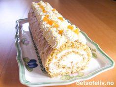 Her er en superlekker favorittrullekake: saftig mandelkake fylt med fluffy fløtekrem som blandes med aprikossyltetøy. Oppskriften er hentet fra et ukeblad der den ble annonsert som en av lesernes innsendte yndlingskaker. Kaken er fin å se på og kjempenydelig på smak! Monster Cupcakes, Norwegian Food, Cupcake Cookies, Let Them Eat Cake, Rolls, Food And Drink, Pasta, Drinks, Inspiration
