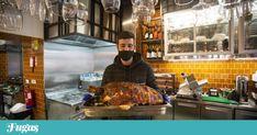 """A Casa Guedes tem nova morada na Baixa: abriu no espaço do """"café mais antigo do Porto"""", junto à praça de Carlos Alberto. Com esplanada e um regresso às origens. E cachorrinhos."""