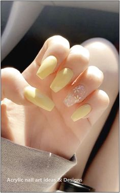 Summer Acrylic Nails Coffin Discover 126 clear acrylic nails that are super trendy right now 62 Clear Acrylic Nails, Acrylic Nails Coffin Short, Simple Acrylic Nails, Square Acrylic Nails, Acrylic Nails Yellow, Pastel Nails, What Are Acrylic Nails, Yellow Nail Art, Pink Nail