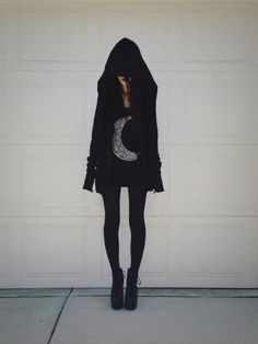 Goth female fashion. Felice Fawn.