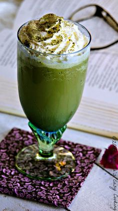 Homemade Simple and Delicious Green Tea / Matcha matcca Frappuccino Smoothies, Smoothie Drinks, Green Tea Frappucino Recipe, Frappuccino Recipe, Yummy Drinks, Yummy Food, Tasty, Refreshing Drinks, Matcha Green Tea Powder