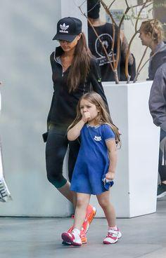 Harper Beckham cada vez más grande y coqueta como su mamá