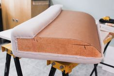 Everyday Grays: Reupholstering a sofa Part Reupholstering tips Sewing Hacks, Diy Art, Diy And Crafts, Dining Chairs, Projects To Try, Settee, Retro, Furniture, Ideas
