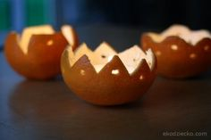 Świecznik ze skórki mandarynki