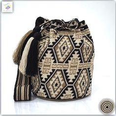 Wayuu bag single thread รุ่น Premium quality ⭕️Sol out⭕️ •ฐาน 8.5 นิ้ว สูง 10.5 นิ้ว •สายยาว 104 cm. •ฟรี Ems ขอบคุณคุณลูกค้ามากๆค่ะ  Unique style by wayuukiss FB ➡️ WayuuKiss Line ➡️ @wayuukiss ( มี@นำหน้าค่ะ) IG ➡️ wayuukiss =accept credit card,paypal== #wayuukiss #wayuubag #popularbikini #กระเป๋าพลอยเฌอมาลย์ #colombia #importthailand #summerbag #hotitem #mochilabag #mochilas #bikini #kinni #wayuubikini #popularbikini #กระเป๋าพลอยเฌอมาลย์ #colombia #importthailand #summerbag #hotitem ...