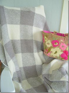 Cozy Things: Gingham Blanket, finished - love the design. Certainly need time to make this one. Knitted Afghans, Knitted Blankets, Knitting Yarn, Baby Knitting, Knitting Patterns Free, Crochet Patterns, Knitting Projects, Sewing Projects, Stitches Wow