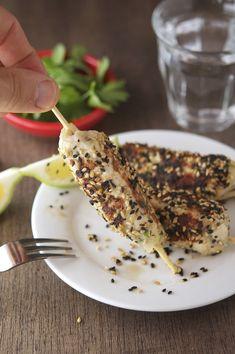 Sesame pollo Kebabs (baja en carbohidratos y sin gluten)