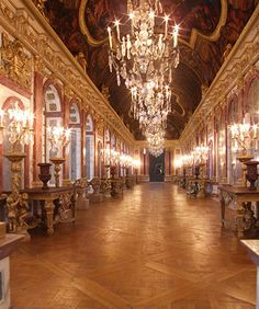 exceptional recreation of Versailles Hall of Mirrors, by Robert Dawson of the Modelroom, a specialist in creating miniatures for museums, can you believe this is miniature?!  Check out the article in the Guardian...