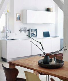 STIL INSPIRATION: Interior in white, wood + grey