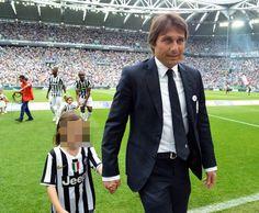 Antonio Conte con la figlia (Ansa)