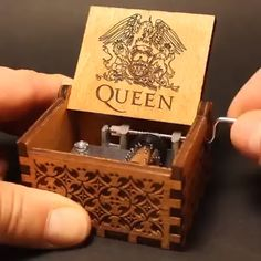 Queen Handshake Gift Birthday Gift Music Box A perfect gift for FAN! Welcome to the wonderful world of crankshaft music boxes! This is a beautiful wooden music box with a meaningful message engraved from the inside of the box. Box Queen, Queen Queen, Diy Gifts, Best Gifts, Unique Gifts, Wooden Music Box, Birthday Gifts, Surprise Birthday, Birthday Box