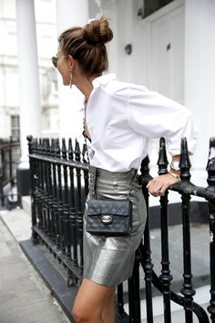 Mini Metallic High Waist Skirt Silver It seems that I am all about inspired mini skirts in metallics grey such as silver skirt . Metallic Skirt Outfit, Silver Skirt, Classy Outfits, Cool Outfits, Casual Outfits, Office Outfits, Girly Outfits, Look Fashion, Fashion Outfits