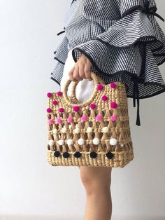 Beach Straw Bag So Cute for everyday **we have time days to made the bag Detail : 1 top zipper closure 1 interior zipper pocket MEASUREMENT : Thickness 4 Diy Bags Purses, Purses And Handbags, Fashion Bags, Fashion Accessories, Straw Tote, Boho Bags, Summer Bags, Handmade Bags, Crochet Bags