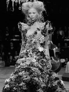 : tanya dziahileva alexander mcqueen Tanya Dziahileva, Runway Hair, Girls Dresses, Flower Girl Dresses, Alexander Mcqueen, Wedding Dresses, Fashion, Dresses Of Girls, Bride Dresses