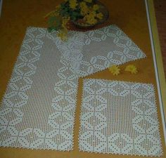 Crochet Cord, Filet Crochet, Crochet Tablecloth, Crochet Doilies, Crochet Flower Patterns, Crochet Flowers, Table Runner Pattern, Diy And Crafts, Handmade