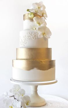 Featured Wedding Cake: The Pastry Studio; Wedding cake ide… Featured Wedding Cake: The Pastry Studio; Floral Wedding Cakes, Elegant Wedding Cakes, Wedding Cake Designs, Wedding Cake Toppers, Cake Wedding, Wedding Vows, Gold Wedding, Wedding Events, Wedding Reception