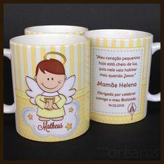 Lembrancinha de batizado: caneca personalizada com anjinho e nome!  Veja mais em: http://mamaepratica.com.br/2016/03/25/16-ideias-fofas-de-lembrancinhas-de-batizado