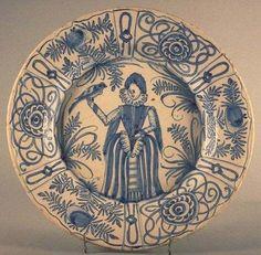 Portugalijoje pagamintas indas, dekoruotas Vanli stiliumi, XVII a. Viana do Kastelo muziejus. / Plate, made in Portugal and decorated in Wan-Li style, 17th c.  Municipal Museum, Viana do Castelo.