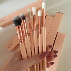 make-up zoev makeup brushes zoeva pink white soft need name please love cute real techniques bold metal Makeup Goals, Love Makeup, Makeup Tips, Beauty Makeup, Makeup Blog, Basic Makeup, Makeup Meme, Awesome Makeup, Perfect Makeup