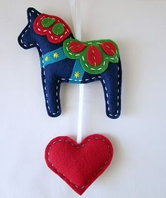 Lova Revolutionary : Blog: Eco Felt Dala Horse Wall Hangings!