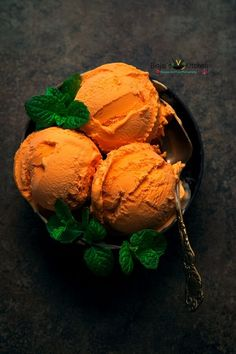 cream desserts Vegan Mango Ice Cream is dairy free and eggless. Vegan Mango Ice Cream recipe is an easy dessert recipe that is also healthy. This delicious creamy Vegan Mango Ice Cream Desserts Végétaliens, Best Vegan Desserts, Good Healthy Recipes, Frozen Desserts, Frozen Treats, Dessert Recipes, Frozen Yogurt Recipes, Delicious Recipes, Healthy Ice Cream