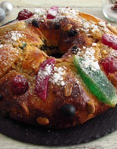 Portuguese king cake | Food From Portugal. Do it yourself! Prepare this delicious king cake for your family on Christmas Day. Dare yourself!