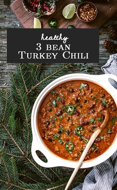 Healthy Three Bean Turkey Chili Recipe: A weeknight chili recipe that is perfect to feed a crowd. Healthy Chili, Vegetable Soup Healthy, Healthy Chicken Dinner, Healthy Soup Recipes, Chili Recipes, Mexican Food Recipes, Healthy Eats, Turkey Chilli, Party