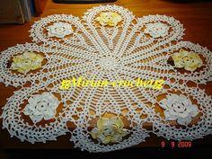 Toalhinha de crochê com flores