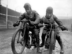 Who is this mystery Aussie dirt track racer from 1928 and where is the track? Two more un-named dirt track riders from Another mys. Flat Track Motorcycle, Flat Track Racing, Bobber Motorcycle, Speedway Motorcycles, Racing Motorcycles, Vintage Race Car, Vintage Bikes, Antique Motorcycles, Vintage Harley Davidson
