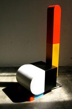 """siège-sculpture US : Peter Shire, """"Hai Tone"""", volumes géométriques Colorful Furniture, Colorful Decor, Modern Furniture, Design Furniture, Chair Design, Memphis Furniture, Peter Shire, Muebles Art Deco, Memphis Milano"""
