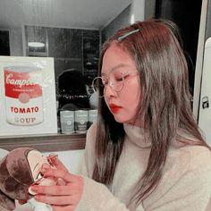 Red Aesthetic, Aesthetic Grunge, Aesthetic Vintage, Kpop Aesthetic, Aesthetic Photo, Kim Jennie, South Korean Girls, Korean Girl Groups, Blackpink Members