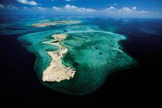 Ile de Maskali (devant) et île de Moucha (au fond) de la République de Djibouti