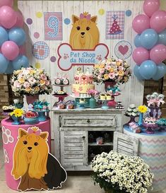 Essa festa com o tema Pet Shop ficou uma fofura! Credito: @biabelinhafestas Bolo e doces: @cristinaruffatto  Personalizados: @adaliahcv #Festainfantil #FestaPetShop #PetShop #Pet #Shop #FestaMenina Dog Themed Parties, Puppy Birthday Parties, Puppy Party, Dog Birthday, Birthday Party Themes, Pet Shop, Shops, Animal Party, Types Of Art