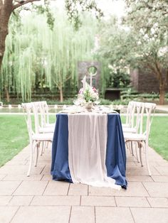 Can't get enough of these romantic table runners!  Fine Art Wedding Inspiration at the Nasher Sculpture Center in Dallas, Texas.  See the full gallery at www.beccamercer.com!   Gauze Silk Table Runner by Oh Be Joyful Creative Capture by Sami Kathryn Photo  #weddinginspo #2019weddings #gardenwedding #tablescape #placesetting #floral #fineartwedding #fineartfloral #silkribbon #tablerunners #bridesofnorthtx #fineartdetails #weddingdesign #floraldesign #bluewedding #weddingdetail