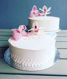 Christening cake for a girl. Ristiäiskakku tytölle.