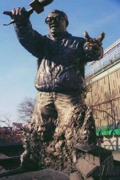 """Harry Caray statue outside of Wrigley Field - so happy I got to hear him sing """"Take Me Out To the Ballgame"""" with my mom & grandparents"""