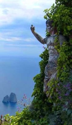 💜 🍝 WOW the Statue is amazing 💜 🍝 Isle of Capri, Italy 🍝 Capri is an island located in the Tyrrhenian Sea off the Sorrentine Peninsula, on the south side of the Gulf of Naples in the Campania region of Italy Places Around The World, Oh The Places You'll Go, Places To Travel, Places To Visit, Isle Of Capri, Destinations, Dream Vacations, Italy Travel, Poland Travel