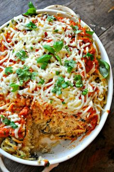 This vegan baked spaghetti is so easy, so comforting. Vegan ricotta and mushrooms mixed with spaghetti and baked with marinara and vegan cheese on top! Vegan Spaghetti, Baked Spaghetti, Vegan Pasta, Spaghetti Recipes, Pasta Recipes, Vegan Ricotta, Spaghetti Pie, Dinner Recipes, Dinner Ideas