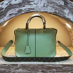 Louis Vuitton 2443 - Askılı Çanta