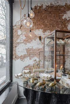 Old Brick Wall, Old Wall, Loft Interior Design, Studio Interior, Loft Interiors, Shop Interiors, Bakery Design, Restaurant Design, Antique Booth Displays