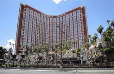 Treasure Island Hotel en Casino, ook bekend als TI, ligt in Las Vegas op de Strip. Het thema van het Treasure Island resort is piraten, voor het hotel ligt een meertje en daar liggen twee grote piratenschepen in. Een paar keer per dag zijn er shows met echte piraten die vechten op de schepen voor deur van het TI resort in Las Vegas.