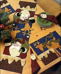 Tablerunner & placemats - art to heart. Use half of runner as one style mug rug. Christmas Patchwork, Christmas Sewing, Christmas Quilting, Table Runner And Placemats, Quilted Table Runners, All Things Christmas, Christmas Time, Purple Christmas, Coastal Christmas