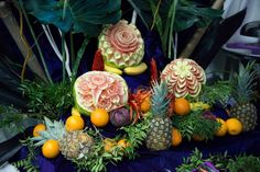 Masa de fructe, bar de fructe, fructe sculptate Bar, Table Decorations, Recipes, Food, Home Decor, Waterfalls, Decoration Home, Rezepte, Essen