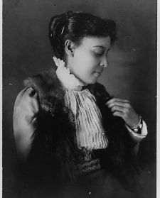 1899-photo-African-American-woman-seated-Vintage-Black-White-Photograph-b3