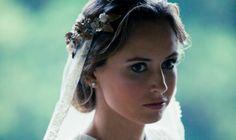 Para elegir el tocado para tu boda antes de nada lo primero que hay que saber es el estilo de tu vestido de novia y del peinado que llevarás. ¿Sabes como dar con el tocado perfecto?