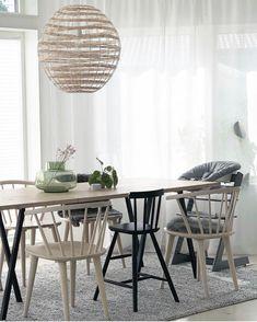 Hur fint passar inte lampan Broom över detta matsalsbordet?🌟 Sån himla härlig lampa som ger ett stämningsfullt ljus💡 Bild lånad av duktiga @skogsbackevillan 🌾