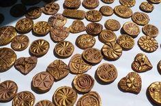 simboluri sacre romanesti cu origini dacice - CLIPE TRAITE ALTFEL !